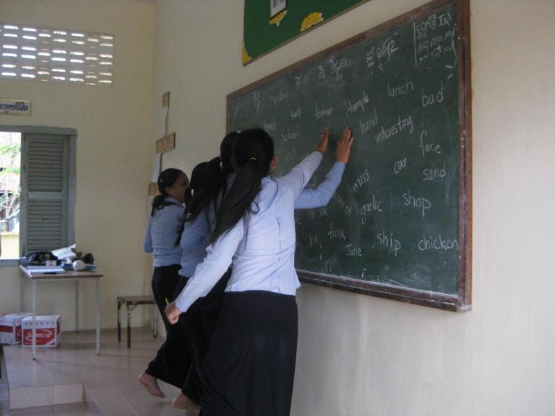 Trò chơi: Slap blackboard (đập vào bảng) - Trò chơi tiếng Anh vui nhộn