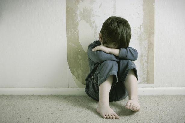 Ngăn chặn kịp thời để giúp trẻ thoát khỏi tình trạng hàng hung bản thân và người xung quanh